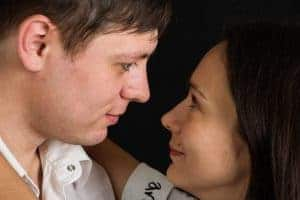 קשר עין בין גבר לאישה