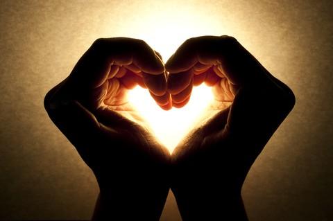 ידיים מסמלות זיווג משורש הנשמה