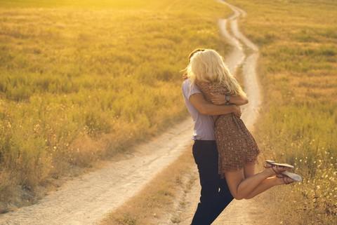 זוג אוהבים לאחר מציאת בת זוג